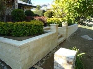 Apex Masonry Trendstone retaining wall